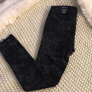 Black camp jeans